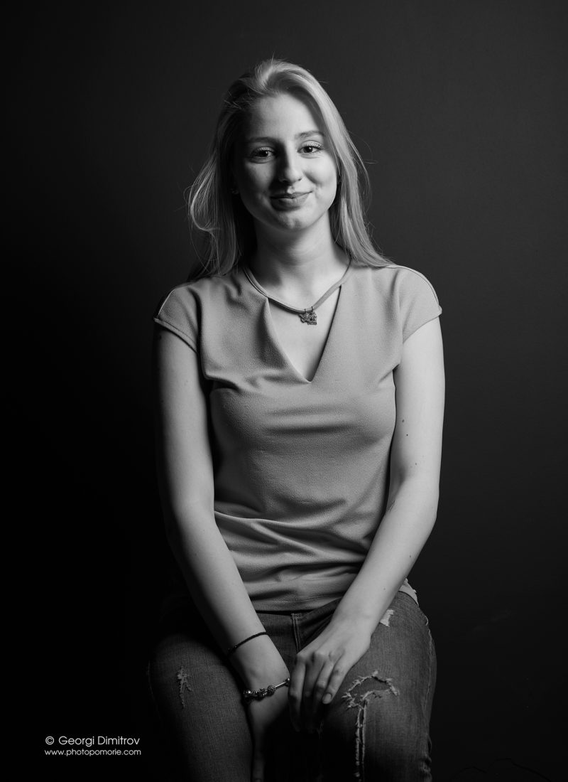 студийна портретна фотография в студио Поморие